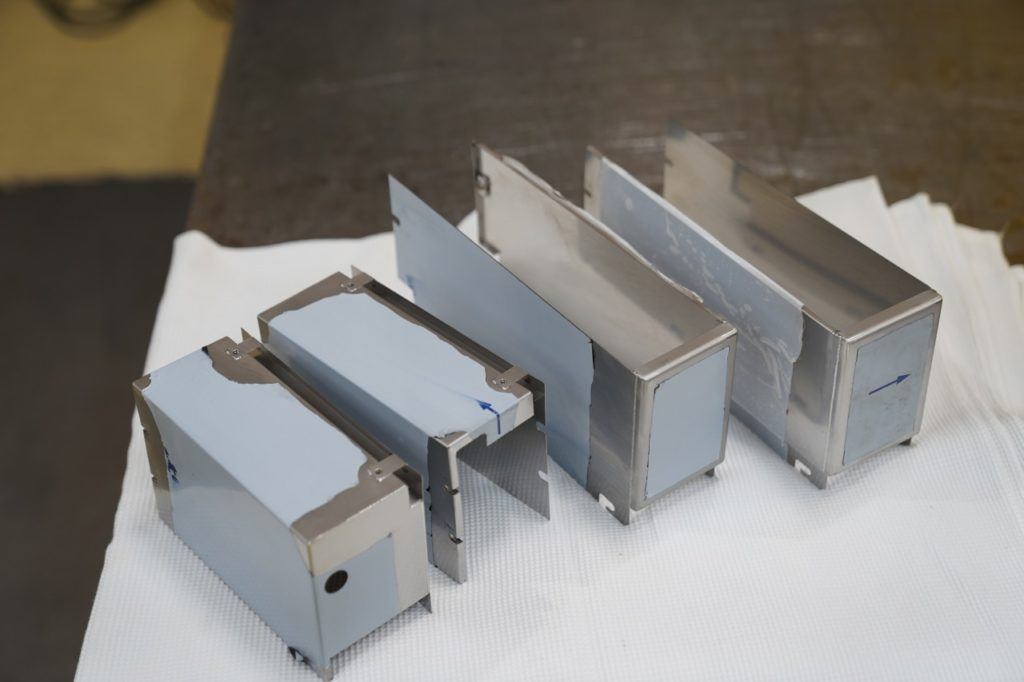 ステンレスの薄板溶接 0.5tの溶接 0.5tステンレスカバー レーザー溶接