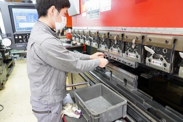 ベンダー加工 アマダベンディングマシン ブレーキ加工